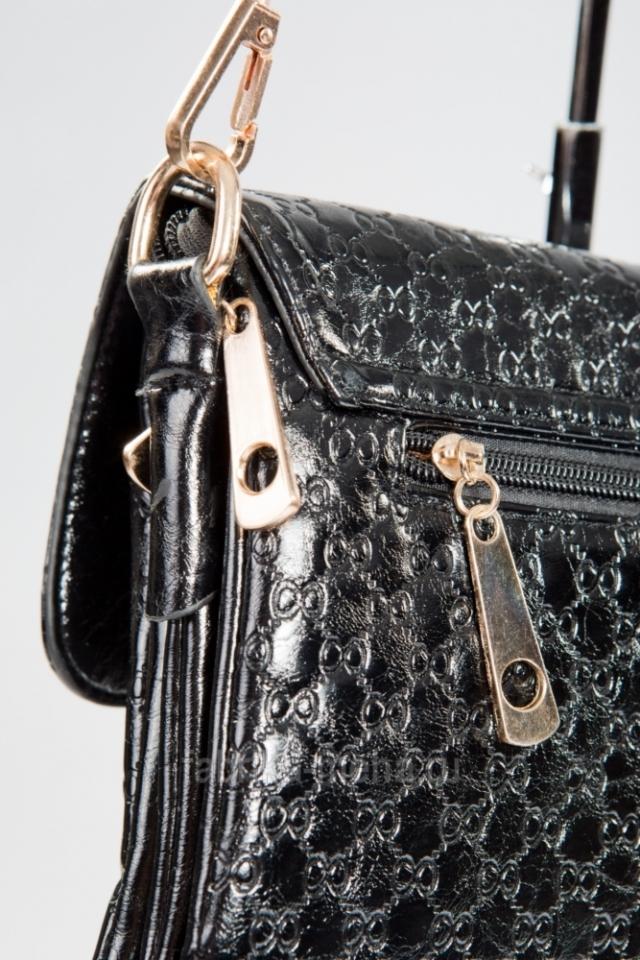 «Фабрика меха» снова дарит подарки – стильная сумочка ждет каждого майского покупателя